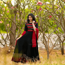 Volume Black and Red Cool Gown wear